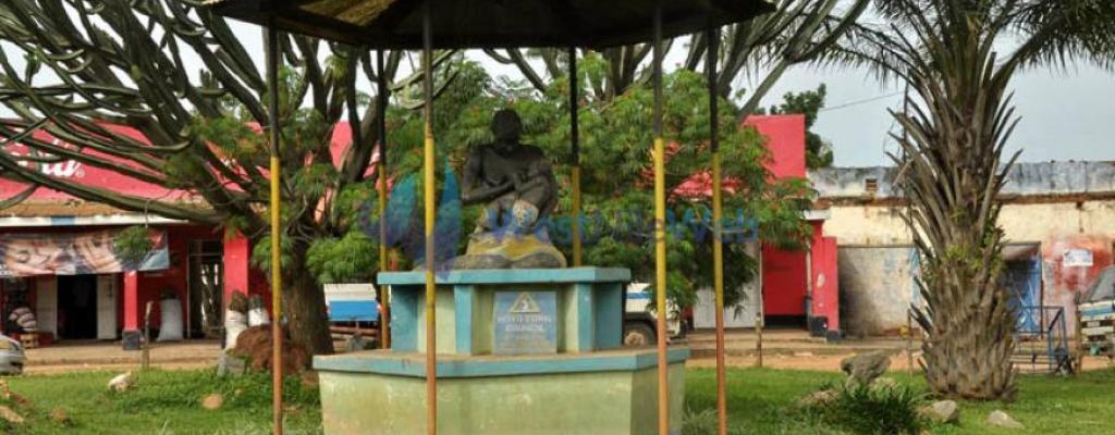 Moyo Town Statue